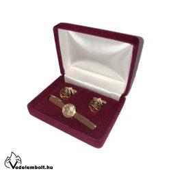 Arany Tűzoltóság címerrel ellátott nyakkendőtű és mandzsettagomb díszdobozban.